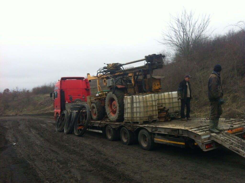 Instalatie de foraj puntell pe tractor